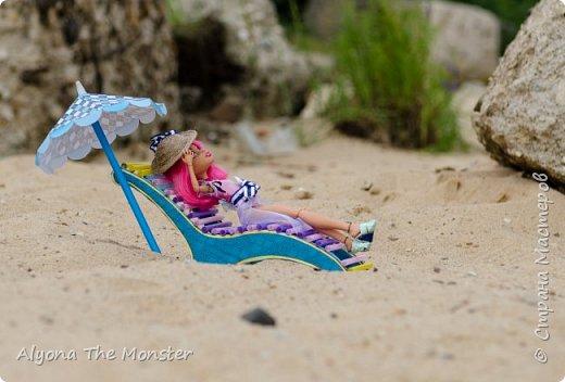 Наконец наступили теплые деньки. Хоулин не долго думая пулей побежала на пляж. И меня с собой прихватила. Как вы думаете, что она стала делать в первую очередь? Разумеется, загорать! фото 1