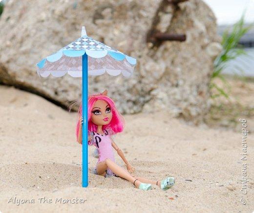 Наконец наступили теплые деньки. Хоулин не долго думая пулей побежала на пляж. И меня с собой прихватила. Как вы думаете, что она стала делать в первую очередь? Разумеется, загорать! фото 14