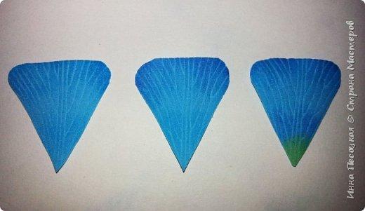 Лён - символ семьи, домашнего очага. Казалось бы обычный цветок, небольшого размера. Но когда он цветет, поле его голубых цветов называют «голубое небо». Мой МК посвящен изготовлению цветка льна из фоамирана.  фото 8