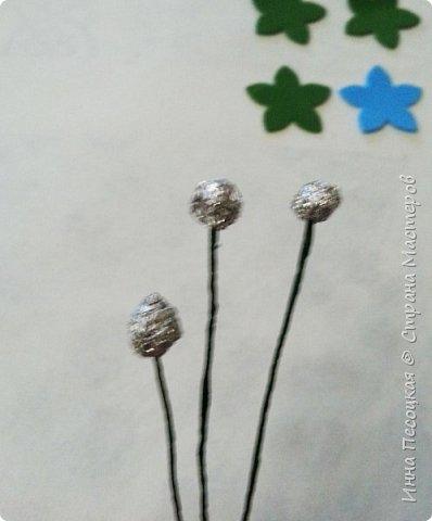 Лён - символ семьи, домашнего очага. Казалось бы обычный цветок, небольшого размера. Но когда он цветет, поле его голубых цветов называют «голубое небо». Мой МК посвящен изготовлению цветка льна из фоамирана.  фото 21