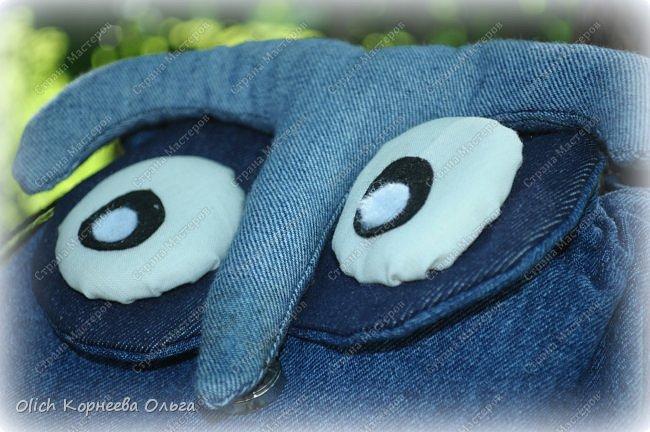 Здравствуйте. Сегодня расскажу и покажу, как я шила этот забавный джинсовый рюкзак в виде совы. Джинсовая ткань прочная, универсальная, не маркая, а забавная сова не оставит равнодушным ни взрослого, ни ребенка. фото 3