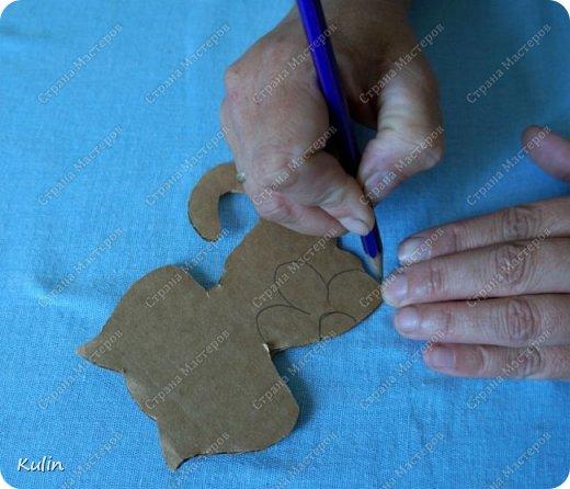 Ниткография – удивительное искусство, которое можно сравнить разве что с рисованием картин с той лишь разницей, что вместо красок здесь используются нитки. В отличие от многих других видов рукоделия, ниткография обрела популярность в нашей стране сравнительно недавно, на протяжении последних  лет, но уже успела стать довольно распространенным видом творчества. Как вид искусства ниткография была перенята у народа Уичоли, проживающего в западной и центральной Мексике и помимо нитяной мозаики занимающегося еще такими видами рукоделия, как ткачество, вышивка, кружевоплетение и бисероплетение. Картины Уичоли в технике ниткография в основном выполняются из шерстяной пряжи, носят этнический характер и имеют весьма своеобразный вид. Традиционно такие картины изготавливают на квадратной или круглой дощечке, в центре которой проделано отверстие. С обеих сторон дощечка покрывается смесью пчелиного воска и сосновой смолы, на которую и наклеиваются разноцветные шерстяные нити.  Ниткография позволяет развивать в ребенке образное мышление, а так же служит развитию моторики и креативному восприятию окружающего мира. Но это техника не только для детей,она так же подходит и нам,людям в определенном возрасте. Хороши занятия ниткографией для людей,перенесших инстульт и другие подобные заболевания. фото 3