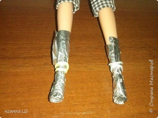 Доброго времени суток! Сегодня я не с пустыми руками. Будем лепить вот такие туфли из термоклея. Идея не моя, нашла описание процесса здесь http://doclo.ru/?p=622, хотя и это не первоисточник, решила попробовать. Получилось. Делюсь моим небольшим опытом с вами. Это мои вторые туфли, так что приступаем и учимся вместе. фото 4