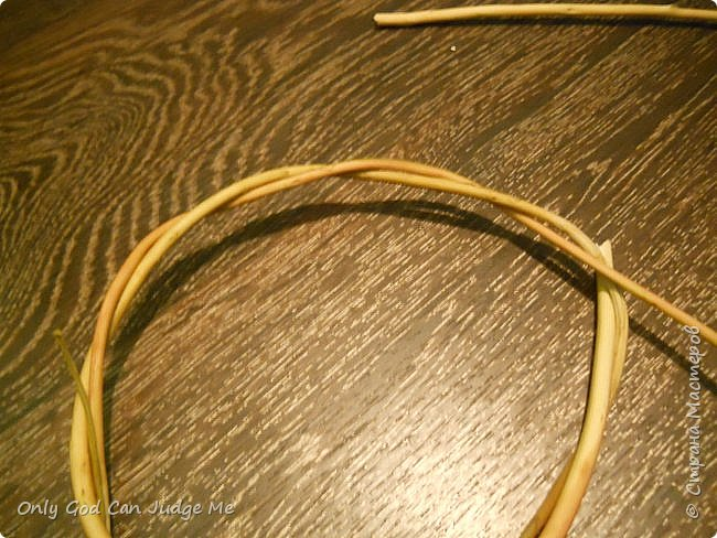 Добрый день, всем мастерам и гостям сайта! Вчера меня попросили поделиться МК по плетению интерьерных веночков. И, так как, сегодня я занималась именно их плетением, то и сделала небольшой МК. фото 8