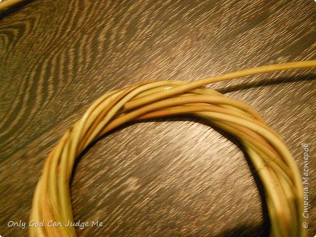 Добрый день, всем мастерам и гостям сайта! Вчера меня попросили поделиться МК по плетению интерьерных веночков. И, так как, сегодня я занималась именно их плетением, то и сделала небольшой МК. фото 18