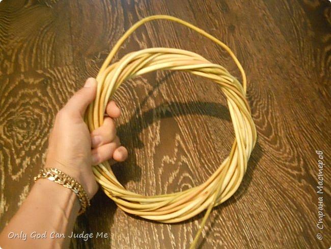 Добрый день, всем мастерам и гостям сайта! Вчера меня попросили поделиться МК по плетению интерьерных веночков. И, так как, сегодня я занималась именно их плетением, то и сделала небольшой МК. фото 19