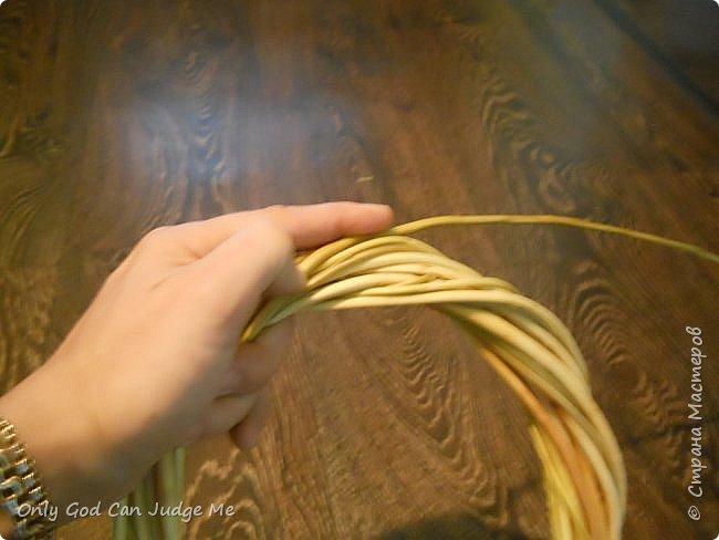 Добрый день, всем мастерам и гостям сайта! Вчера меня попросили поделиться МК по плетению интерьерных веночков. И, так как, сегодня я занималась именно их плетением, то и сделала небольшой МК. фото 20