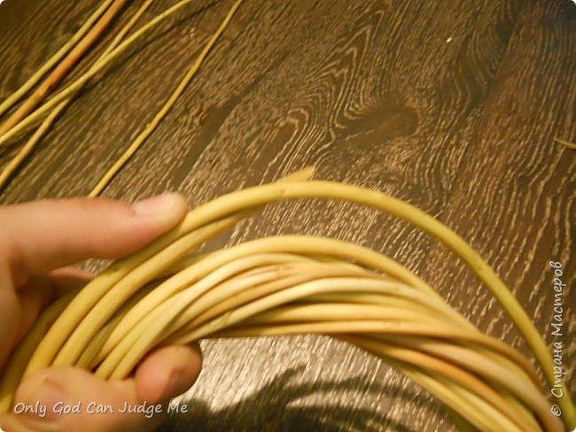 Добрый день, всем мастерам и гостям сайта! Вчера меня попросили поделиться МК по плетению интерьерных веночков. И, так как, сегодня я занималась именно их плетением, то и сделала небольшой МК. фото 26