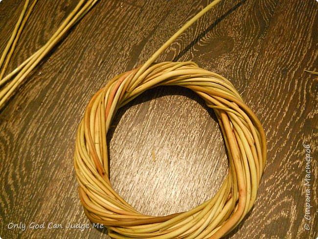 Добрый день, всем мастерам и гостям сайта! Вчера меня попросили поделиться МК по плетению интерьерных веночков. И, так как, сегодня я занималась именно их плетением, то и сделала небольшой МК. фото 27