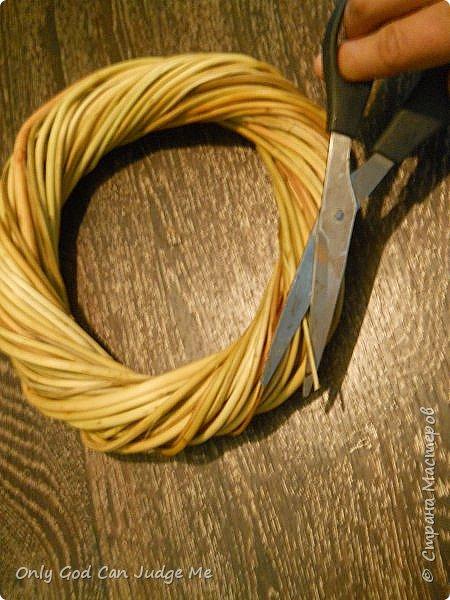 Добрый день, всем мастерам и гостям сайта! Вчера меня попросили поделиться МК по плетению интерьерных веночков. И, так как, сегодня я занималась именно их плетением, то и сделала небольшой МК. фото 29