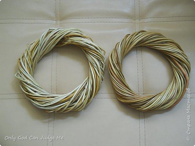 Добрый день, всем мастерам и гостям сайта! Вчера меня попросили поделиться МК по плетению интерьерных веночков. И, так как, сегодня я занималась именно их плетением, то и сделала небольшой МК. фото 31