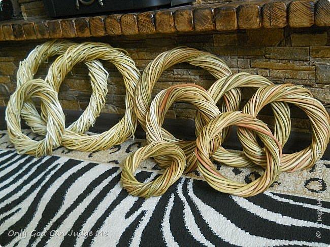 Добрый день, всем мастерам и гостям сайта! Вчера меня попросили поделиться МК по плетению интерьерных веночков. И, так как, сегодня я занималась именно их плетением, то и сделала небольшой МК. фото 32