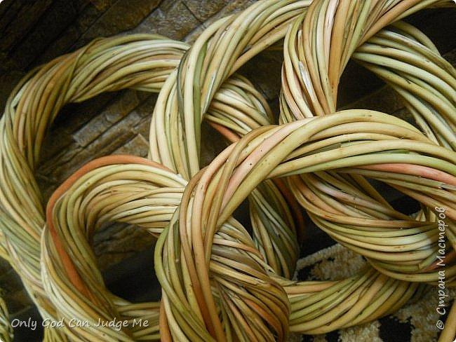 Добрый день, всем мастерам и гостям сайта! Вчера меня попросили поделиться МК по плетению интерьерных веночков. И, так как, сегодня я занималась именно их плетением, то и сделала небольшой МК. фото 33
