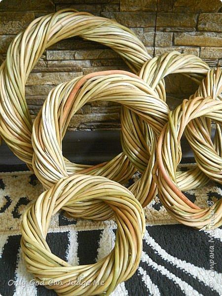 Добрый день, всем мастерам и гостям сайта! Вчера меня попросили поделиться МК по плетению интерьерных веночков. И, так как, сегодня я занималась именно их плетением, то и сделала небольшой МК. фото 34