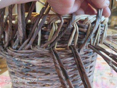 И снова, здравствуйте! Это мое  второе  кашпо. Здесь  я  училась  ситцевому  плетению : перед  2, за 1  и.т.д.. Это  плетение  мне очень понравилось. И я влюбилась в цвет  МОККО. Здесь  я  его не  разбавляла  водой. Получается  как  будто из настоящий  веточек. Попробую  разбавить, интересно, как  получится. фото 7