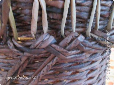 И снова, здравствуйте! Это мое  второе  кашпо. Здесь  я  училась  ситцевому  плетению : перед  2, за 1  и.т.д.. Это  плетение  мне очень понравилось. И я влюбилась в цвет  МОККО. Здесь  я  его не  разбавляла  водой. Получается  как  будто из настоящий  веточек. Попробую  разбавить, интересно, как  получится. фото 8