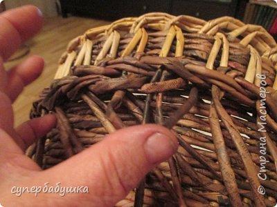 И снова, здравствуйте! Это мое  второе  кашпо. Здесь  я  училась  ситцевому  плетению : перед  2, за 1  и.т.д.. Это  плетение  мне очень понравилось. И я влюбилась в цвет  МОККО. Здесь  я  его не  разбавляла  водой. Получается  как  будто из настоящий  веточек. Попробую  разбавить, интересно, как  получится. фото 12