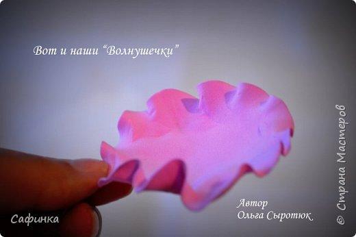 """Доброе время суток,мои дорогие! И вот снова, я Ольга Сыротюк с Вами! Сегодня представляю Вашему вниманию Мастер класс по созданию цветков """"Волнушки"""" из Фоама ... и Крепление атласн.ленты к ободку... Да, решила я сегодня отойти не много от реалистичности цветов...и предлагаю по фантазировать, по быть не много дизайнерами... В обработке венчиков, тоже Америку не открыла...данный способ давно всем известен, для тех кто занимался или занимается  цветами из ткани или атласных лент...Обжигание при помощи свечи или зажигалки... В МК показываю способ придание """"Волнушек"""" при помощи зажигалки... В итоге получился дизайнерский, нарядный, нежный  и в тоже время простой ободок....для Ваших очаровательных принцесс... К МК прилагаю видео с музыкальным сопровождением для вдохновения...  Приятного просмотра! фото 17"""