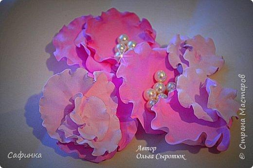 """Доброе время суток,мои дорогие! И вот снова, я Ольга Сыротюк с Вами! Сегодня представляю Вашему вниманию Мастер класс по созданию цветков """"Волнушки"""" из Фоама ... и Крепление атласн.ленты к ободку... Да, решила я сегодня отойти не много от реалистичности цветов...и предлагаю по фантазировать, по быть не много дизайнерами... В обработке венчиков, тоже Америку не открыла...данный способ давно всем известен, для тех кто занимался или занимается  цветами из ткани или атласных лент...Обжигание при помощи свечи или зажигалки... В МК показываю способ придание """"Волнушек"""" при помощи зажигалки... В итоге получился дизайнерский, нарядный, нежный  и в тоже время простой ободок....для Ваших очаровательных принцесс... К МК прилагаю видео с музыкальным сопровождением для вдохновения...  Приятного просмотра! фото 19"""