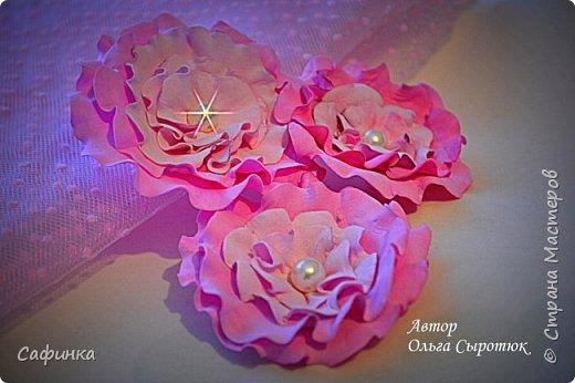 """Доброе время суток,мои дорогие! И вот снова, я Ольга Сыротюк с Вами! Сегодня представляю Вашему вниманию Мастер класс по созданию цветков """"Волнушки"""" из Фоама ... и Крепление атласн.ленты к ободку... Да, решила я сегодня отойти не много от реалистичности цветов...и предлагаю по фантазировать, по быть не много дизайнерами... В обработке венчиков, тоже Америку не открыла...данный способ давно всем известен, для тех кто занимался или занимается  цветами из ткани или атласных лент...Обжигание при помощи свечи или зажигалки... В МК показываю способ придание """"Волнушек"""" при помощи зажигалки... В итоге получился дизайнерский, нарядный, нежный  и в тоже время простой ободок....для Ваших очаровательных принцесс... К МК прилагаю видео с музыкальным сопровождением для вдохновения...  Приятного просмотра! фото 23"""
