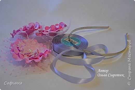 """Доброе время суток,мои дорогие! И вот снова, я Ольга Сыротюк с Вами! Сегодня представляю Вашему вниманию Мастер класс по созданию цветков """"Волнушки"""" из Фоама ... и Крепление атласн.ленты к ободку... Да, решила я сегодня отойти не много от реалистичности цветов...и предлагаю по фантазировать, по быть не много дизайнерами... В обработке венчиков, тоже Америку не открыла...данный способ давно всем известен, для тех кто занимался или занимается  цветами из ткани или атласных лент...Обжигание при помощи свечи или зажигалки... В МК показываю способ придание """"Волнушек"""" при помощи зажигалки... В итоге получился дизайнерский, нарядный, нежный  и в тоже время простой ободок....для Ваших очаровательных принцесс... К МК прилагаю видео с музыкальным сопровождением для вдохновения...  Приятного просмотра! фото 29"""