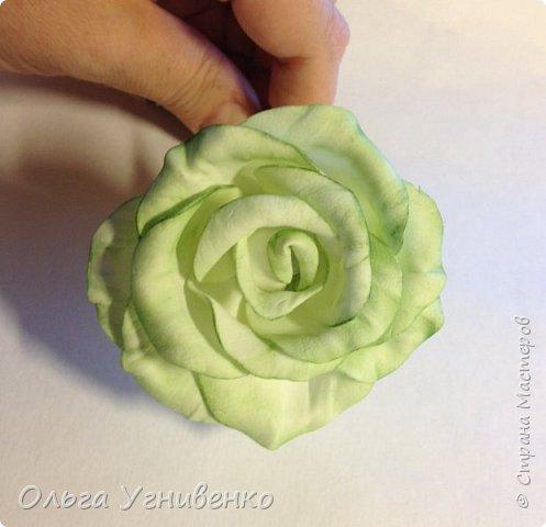 Приветствую всех жителей и гостей прекрасной СТРАНЫ МАСТЕРОВ!!  Предлагаю Вашему вниманию мой небольшой МК по изготовлению розы из фоамирана.  Изрезав не один лист фома, хочу поделиться своими особенностями работы с этим увлекательным материалом. фото 14