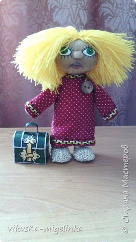 Вот такой Кузька у меня получился. Сделан в подарок сестре, любительнице этого персонажа. В сундучке находится флешка с мультфильмами о домовёнке Кузе.