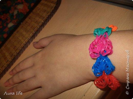 здравствуйте жители страны мастеров. сейчас стало модно плести из цветных резиночек. Вот и моя доча тоже занялась этим увлекательным делом. Вот ее работы фото 2
