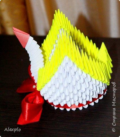 Доброго вечера всем, хочу поделиться своей новой поделкой в технике модульного оригами :) Сделал ее из остатков готовых модулей, на работу потратил около 40-50 минут фото 3