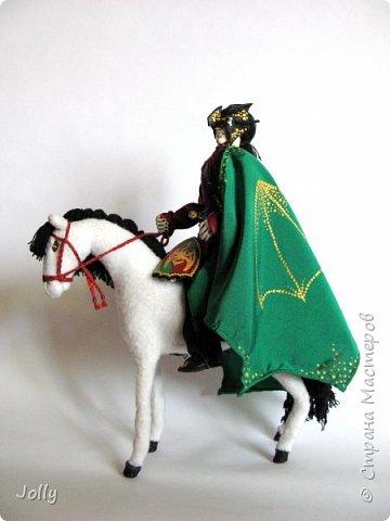 """""""Был там и Пра Фленн (Pré de Flaine), герцог Лаксдежский, которому едва исполнилось восемнадцать, но который уже покорил более десяти городов; он по праву носил маску Дракона и титул Магистра, приняв его от отца...""""  М. Муркок, """"Рунный посох"""" фото 3"""