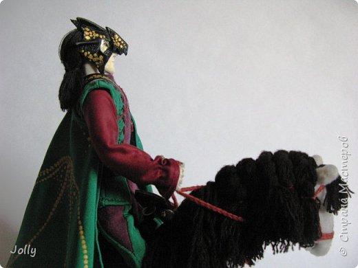 """""""Был там и Пра Фленн (Pré de Flaine), герцог Лаксдежский, которому едва исполнилось восемнадцать, но который уже покорил более десяти городов; он по праву носил маску Дракона и титул Магистра, приняв его от отца...""""  М. Муркок, """"Рунный посох"""" фото 5"""