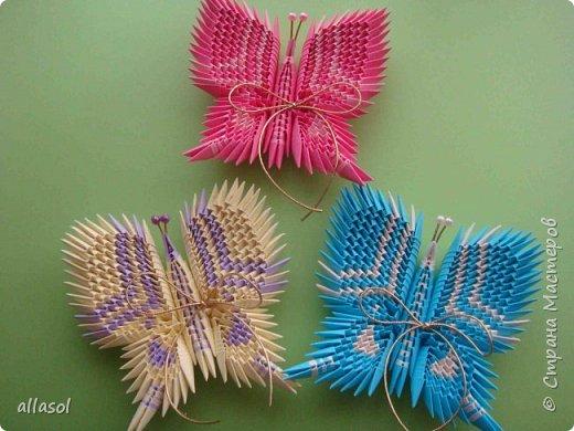 Бабочки из модулей 32/А4. Делала первый раз, поэтому училась по https://stranamasterov.ru/node/312426  Бабочки задуманы как сувениры об уходящем лете. К бантикам будет привязано пожелание.