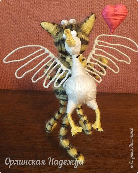 Здравствуйте дорогие мастера и мастерицы!  Сегодня я сделала шуточного кота-ангела из пробки, проволоки и пряжи. Идею вязанного кота увидела  у МАСТЕРА Елены, ник ЯМИ. Не знаю увидит ли она когда нибудь мою работу, но всё равно хочу поблагодарить её от всей души за идею. фото 13
