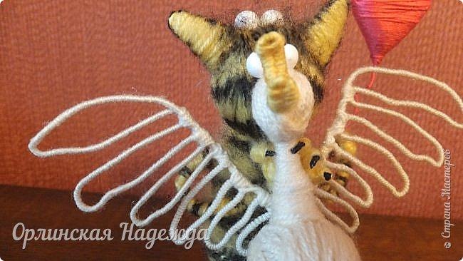 Здравствуйте дорогие мастера и мастерицы!  Сегодня я сделала шуточного кота-ангела из пробки, проволоки и пряжи. Идею вязанного кота увидела  у МАСТЕРА Елены, ник ЯМИ. Не знаю увидит ли она когда нибудь мою работу, но всё равно хочу поблагодарить её от всей души за идею. фото 10