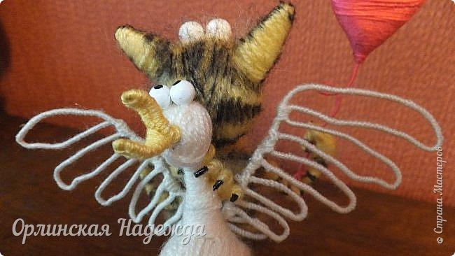 Здравствуйте дорогие мастера и мастерицы!  Сегодня я сделала шуточного кота-ангела из пробки, проволоки и пряжи. Идею вязанного кота увидела  у МАСТЕРА Елены, ник ЯМИ. Не знаю увидит ли она когда нибудь мою работу, но всё равно хочу поблагодарить её от всей души за идею. фото 11