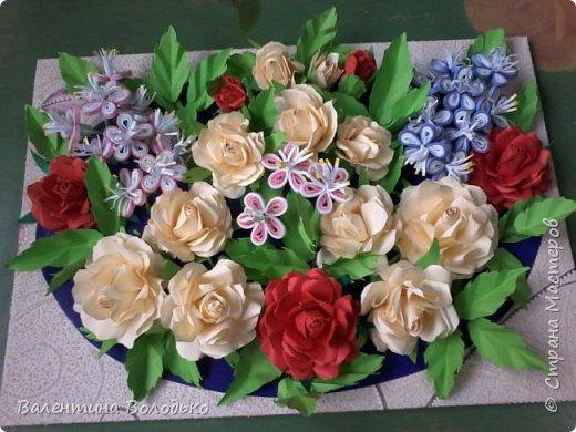Добрый день мастера и мастерицы Страны Мастеров!!!!Давно не занималась квиллингом,а здесь дочка попросила сделать панно с розами.Похожее я уже делала,но заказ есть заказ!!! фото 2