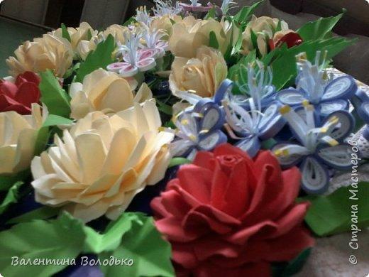Добрый день мастера и мастерицы Страны Мастеров!!!!Давно не занималась квиллингом,а здесь дочка попросила сделать панно с розами.Похожее я уже делала,но заказ есть заказ!!! фото 3