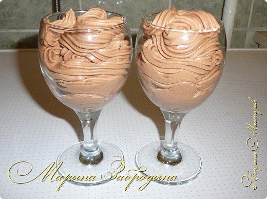 Привет всем жителям нашей замечательной Страны! Предлагаю вам рецепт вкусного, нежного и простого в приготовлении шоколадного мороженого парфе со сгущенным молоком. Изначально парфе — блюдо французской кухни. Это холодный десерт, который готовится из сливок, взбитых с сахаром и ванилью. Подавать будем распространённым способом — в стакане или бокале.   Приступим?