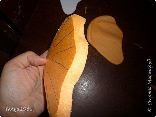 Добрый день! Я опять с пеноплексом. Сегодня - форма слон-подставка. Прошу прощения за фотографии - делала ночью. Сначала будем вырезать форму слона. Нам понадобится пеноплекс толщиной 5 см, 4 см, 2 см. Я использовала остатки 4 и 2 см листов. Вырезаем ножом для бумаги (желательно запастись  запасными лезвиями), затираем наждачкой (у меня н-5). Высота моего слона - 35 см. фото 38