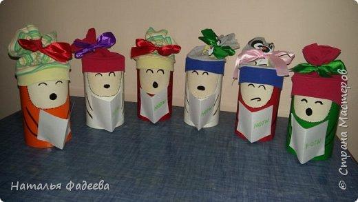 Всем привет! Воспитательница в детском саду попросила как нибудь оформить цилиндры бумажные,побродила по интернету и вот что из этого вышло....