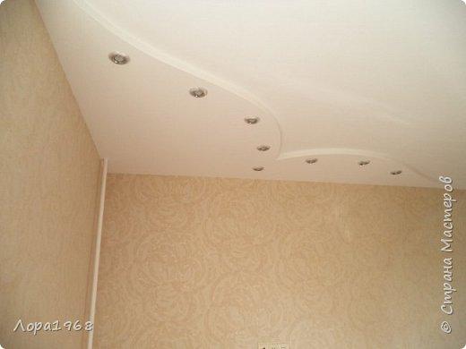 Здравствуйте дорогие мастера и мастерицы. Хочу показать вам свою работу-такой потолок сложной формы на кухне я сотворила. Вернее будет сказать мой дизайн и вся чистовая отделка,а монтаж и электрика-работа моего дорогого супруга ВАСИЛЬКА. фото 1