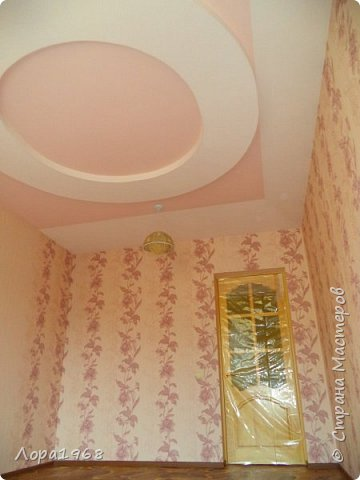 Здравствуйте дорогие мастера и мастерицы. Хочу показать вам свою работу-такой потолок сложной формы на кухне я сотворила. Вернее будет сказать мой дизайн и вся чистовая отделка,а монтаж и электрика-работа моего дорогого супруга ВАСИЛЬКА. фото 7