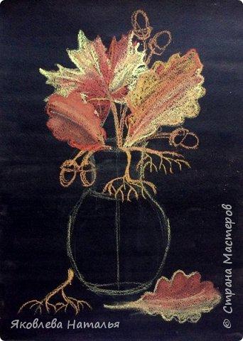 """Всем здравствуйте! Вот и началась осень, а вместе с ней и учебный год! Листая странички избранных авторов, вдохновилась у Алённы работами её учеников """"Осеннее настроение"""" http://stranamasterov.ru/node/833638 и в частности осенним натюрмортом в технике сухой пастели. Очень понравилось сочетание чёрного фона и ярких красок осени! За что ей огромное спасибо! Она, и её ученики, очень талантливые люди! В этот учебном году я буду продолжать работу с дошкольниками и этот натюрморт хочу нарисовать с детьми 5-6 лет, поэтому немного упростила и хочу поделиться своими этапами рисования. фото 8"""
