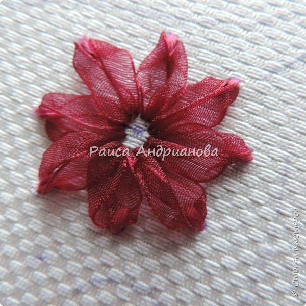 Для работы понадобится: ткань, тесьма, лента атласная или органза 0,6см(для цветка) и лента атласная о,3см зеленого цвета (лдя листиков), мулине. фото 5
