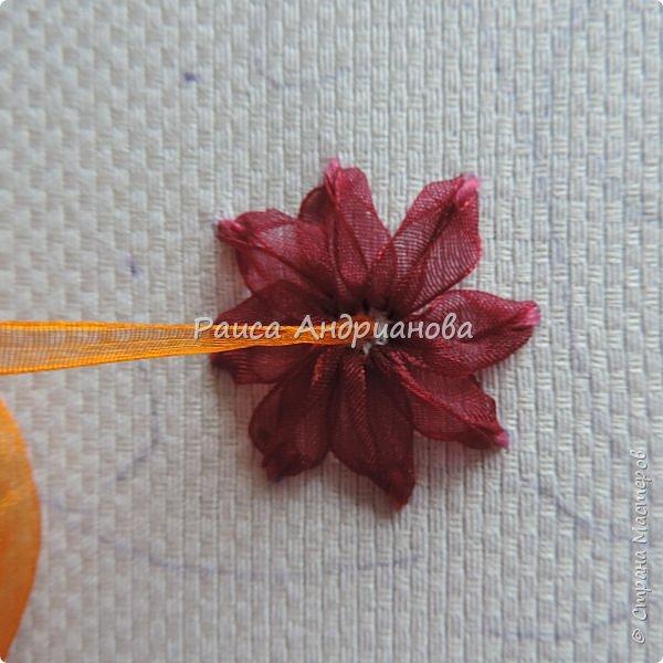 Для работы понадобится: ткань, тесьма, лента атласная или органза 0,6см(для цветка) и лента атласная о,3см зеленого цвета (лдя листиков), мулине. фото 6
