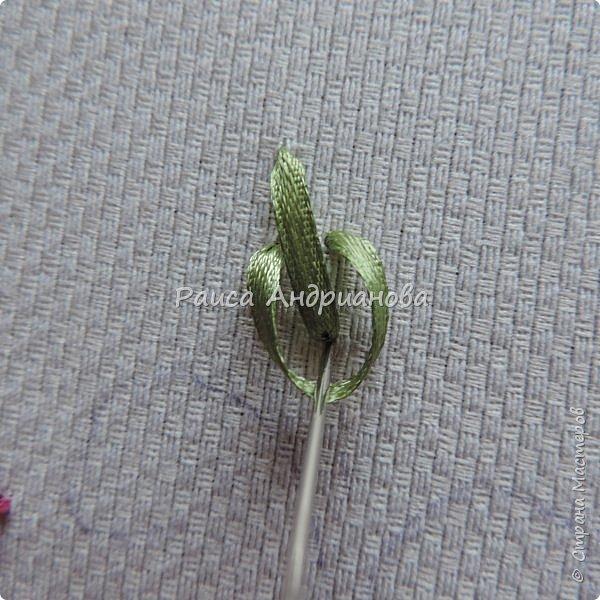 Для работы понадобится: ткань, тесьма, лента атласная или органза 0,6см(для цветка) и лента атласная о,3см зеленого цвета (лдя листиков), мулине. фото 10