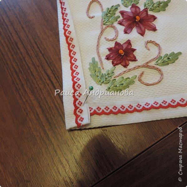 Для работы понадобится: ткань, тесьма, лента атласная или органза 0,6см(для цветка) и лента атласная о,3см зеленого цвета (лдя листиков), мулине. фото 15