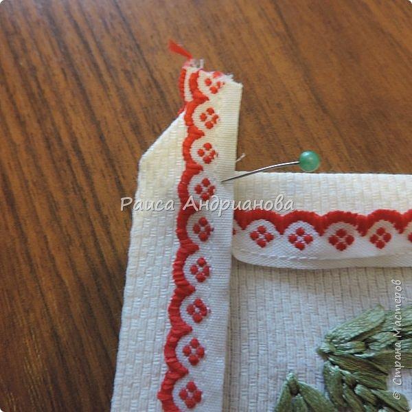 Для работы понадобится: ткань, тесьма, лента атласная или органза 0,6см(для цветка) и лента атласная о,3см зеленого цвета (лдя листиков), мулине. фото 16