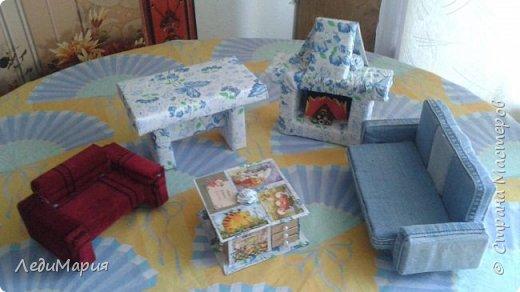Диван, стол, мини-диван,камин-из сигаретных пачек. Комодик из спичечных коробков.