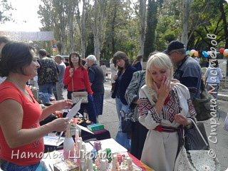 В городе Артёмовск, Донецкой обл. проходила ярмарка -выставка изделий ручной работы,где я принимала участие.На выставке были выставлены свечи резные, бутылки с декупажем, шкатулки. фото 4